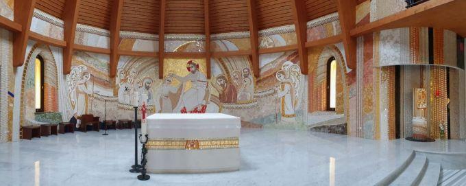 """(Foto) Vlad Mixich: """"Am dat peste cea mai frumoasă mănăstire românească pe care am văzut-o în ultimii (mulți) ani. Cu un exterior neoromânesc clasic și un interior care combină perfect tradiția românească cu cea latină"""" 2"""