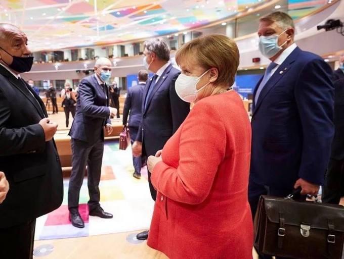 """Emilian Isaila: """"V-am zis că Iohannis nu și-a luat geanta aia degeaba la Bruxelles. A îndesat în ea 80 de miliarde de euro. Mai mult n-a încăput"""" 1"""