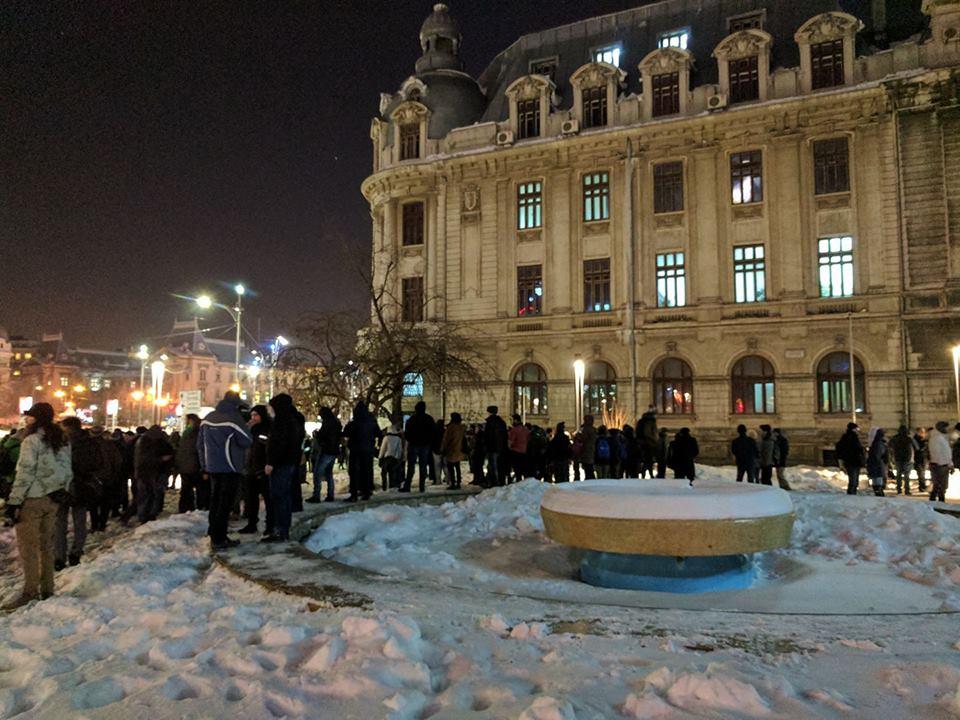 (Video) Proteste la Cluj și București! Reporterii Antena 3 și România TV huiduiți pentru că manipulează!