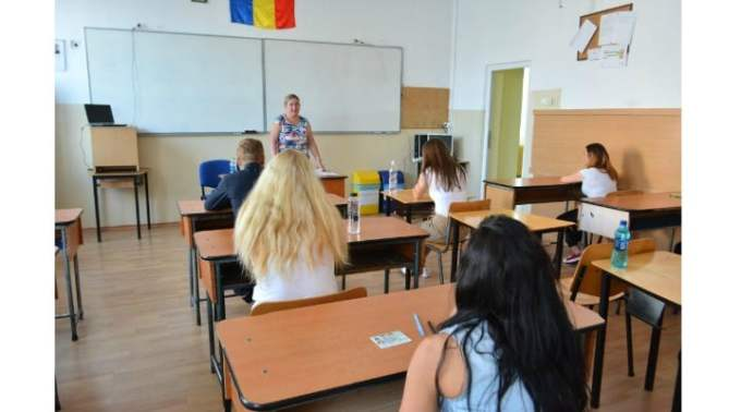 """Profesorii sunt de vină? Serban Iosifescu: """"A nu reuși să-l faci, în 8 (opt) ani de zile, pe un copil care vine la școală mai mult de 50% din timp și nu are dizabilități majore, să scrie și să citească, înseamnă, după mine, malpraxis educațional. Pentru că suntem centrați pe ceea ce predăm (pe disciplina predată) și nu pe ce învață copilul, încercăm să-i băgăm în cap..."""" 1"""