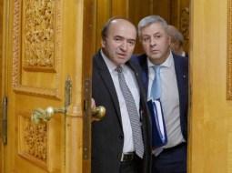 """Liviu Avram: """"Dacă intra în vigoare Codul penal al lui Ciordache&Co, Mircea Beuran era azi un feudal liber și un negustor cinstit: denunțul celei care i-a dat șpaga a fost făcut la mai mult de un an de la comiterea faptei. Nici nu se mai putea deschide dosar penal.  Mulțumim, domnule Florin Iordache, pentru ceea ce voiați să ne faceți. Și acum ..."""" 16"""