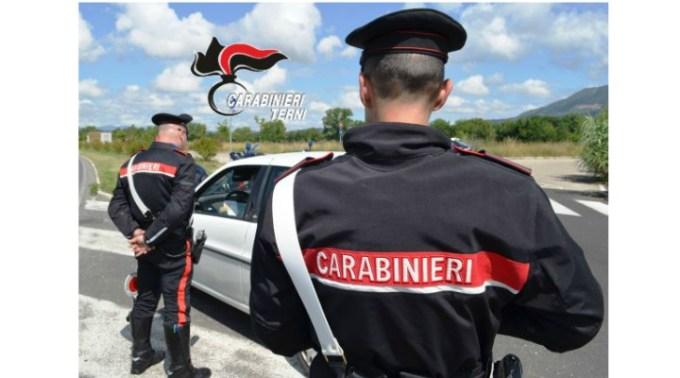 Ce mai fac româncele din Italia dezamăgite în dragoste. Un carabinier a fost bătut de o fată din România. 7 zile de spitalizare 1