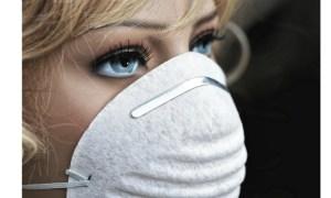 """Medicul Monica Pop: """"Când porţi masca de protecție inspiri dioxidul de carbon pe care îl expiri. rebuie pe cât se poate să faci pauză de la purtarea ei. Să o dai jos, să te duci la un  ..."""" 48"""