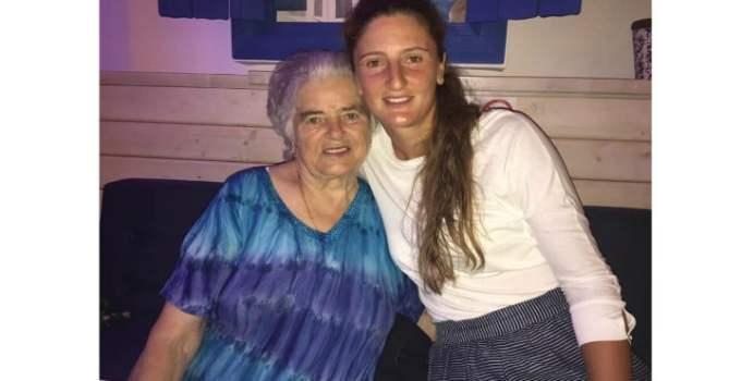 """Irina Begu, după moartea bunicii. """"Mamaita mea, iti multumesc pentru tot ce ai facut pentru mine. Mi-ai fost mama si bunica. Ai avut grija de mine de cand aveam 2 saptamani , iar eu asta nu voi uita niciodata. M-ai iubit, m-ai ingrijit si m-ai ..."""" 1"""