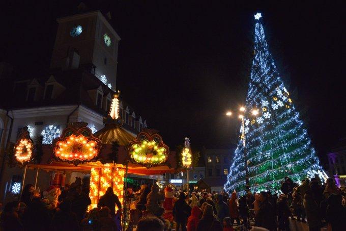 """(Foto) Mai frumos la Târgurile de Crăciun din Cluj, Brașov, Sibiu sau București? Tamara: """"Dortmund se lauda cu cel mai înalt pom de Crăciun din lume: 45 m. Atmosfera este una relaxata, toți se amuza, cu mic, cu mare, lipsiți parca de griji, bucuroși sa-l vadă pe Mos Crăciun ( aici, Nicholas) !"""" 25"""
