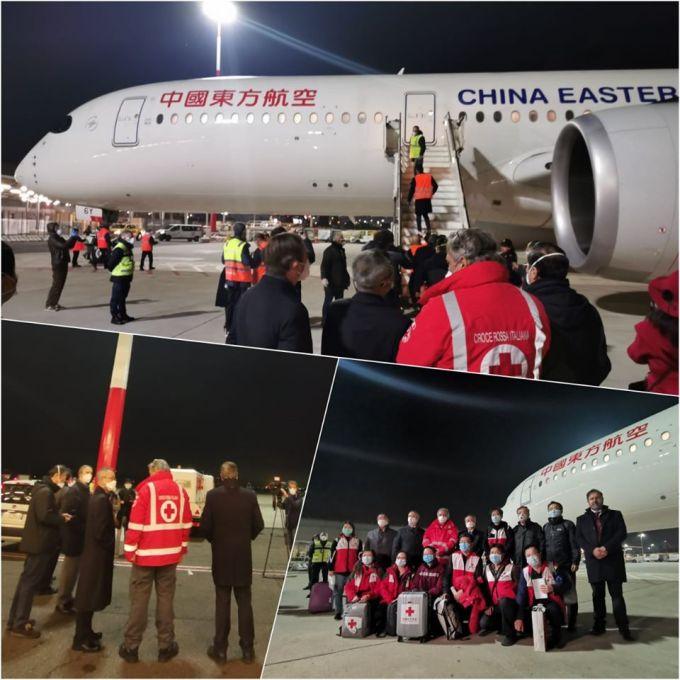 """(Foto) China a trimis în Italia un avion cu medici specialiști care sa ajute cu aplicarea tratamentelor care au dat rezultate in China. Au adus si 30 de tone de ajutoare medicale ! """"Acum câteva ore de odihnă și echipa de medici chinezi vor fi gata să ajute"""" 4"""