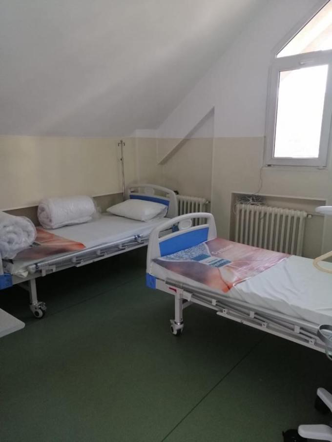 """(Foto) Așa arată un spital din România cu depozitele pline de echipamente anti-coronavirus """"Magazia spitalului a fost aprovizionata astfel incat sa se asigure un stoc de rezerva pentru o perioada de 45 de zile. Atașăm poze făcute în această dimineață!"""" 19"""