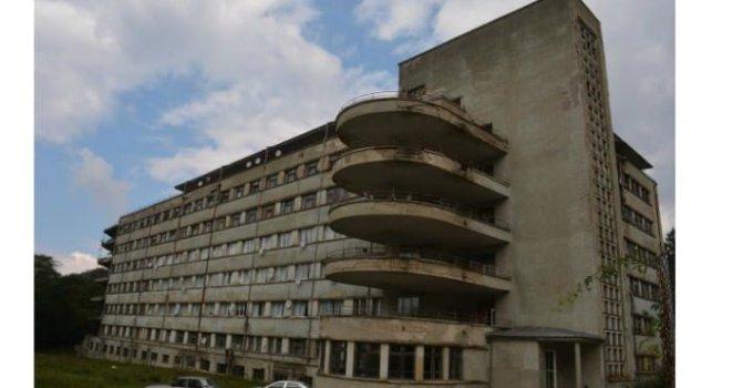 """(FOTO) Acesta este Cel mai DISTRUS spital funcțional din România. Bolnavii sunt trataţi în mijlocul """"pepinierei"""" de microbi 2"""