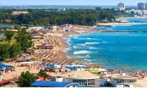Alertă pe litoral! 40 de tineri au plecat la mare, deși aveau simptome COVID-19. O fată este deja confirmată pozitiv. Mai multe ambulanțe trimise după ei 47