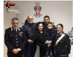 """O româncă din Italia a găsit un portofel plin cu bani și un inel cu diamante. A predat """"comoara"""" carabinierilor 62"""