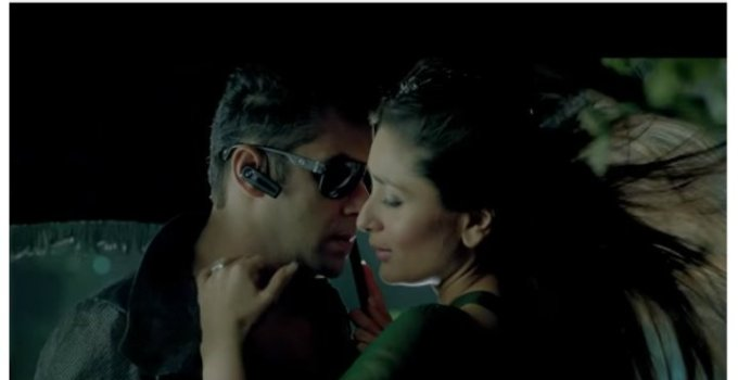 """(Video) Colind romanesc, pe coloana sonora a unui film cu Salman Kahn. Disputa dintre romani si indieni pe """"La Viflaim colo-n jos"""" 2"""