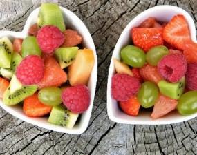 """Sorin: """"Sunt in Grecia si primesc mâncare foarte gustoasa, oriunde ma duc. Salate, legume, fructe si pește mănânc, dar sunt zile in care mănânc doar legume, salate si fructe... Știți de ce nu ma pot bucura deși e foarte gustos?? Pentru ca in țara noastră suntem otrăviți...Avem salate care sunt din plastic, legume fara gust si pești importați foarte scump. Fructele ..."""" 9"""