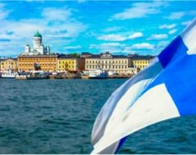 """Radu: """"Acum douăzeci de ani am ales să las România în urmă, credeam că pentru totdeauna, și m-am mutat în Finlanda...În această primăvară am decis să închid definitiv ușa din Rauhankatu 25, Turku și, de data aceasta, să las Finlanda în urmă și să mă întorc la Sibiu și în România. Unii spun că va fi mai greu, că doar îmi fac viața mai dificilă"""" 13"""