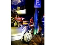 """Polițistul Daniel Zontea: """"Nu asta i-a fost intenția, dar tânărul conducător auto ar fi putut impresiona frumos pe cele trei prietene aflate pe bancheta din spate cu o parcare aproape perfectă. Bine, l-a încurcat puțin stâlpul cel încăpățânat și lipsit de reflexe care ..."""" 8"""