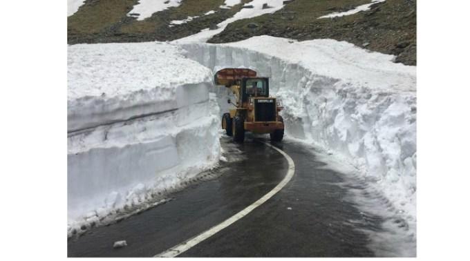 (Video) Zăpadă multă. Așa arată Transfăgărășanul cu câteva zile înainte de 1 iunie 1