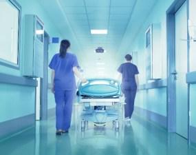 """Rares: """"O rudă de gradul 3 a murit ieri de Covid 19. Bărbatul avea probleme cardiovasculare acute...Din momentul în care a ajuns la spital, medicii de acolo i-au întrerupt tratamentul pentru inima, spunându-i că va urma doar tratamentul anti-covid...Acum două seri și-a sunat un nepot spunându-i că """"e nenorocire în spital...sunt oameni care urlă de durerile provocate de bolile pe care le aveau înainte să fie internați și tratați strict de Covid, dar sunt tratați doar cu tratament anti-covid 19"""" 17"""