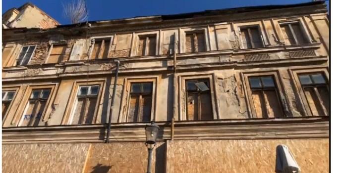 """(Video) Dan Negru: """"Ruină. Toți sunt azi patrioți cu tricolorul in piept! Așa arată clădirea unde s-a decis Unirea sărbătorită azi ! Istoria României, o grămadă de moloz...."""" 10"""