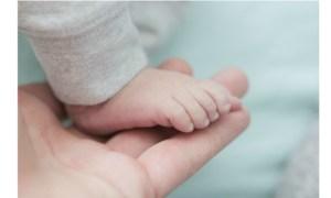 Infectat. Un copilaș de doar patru săptămâni a fost internat după ce a contactat virusul COVID-19. Mama a fost confirmată negativ 30
