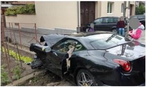 Foto Accident. Un bolid Ferarri, făcut praf duminică într-o localitate de pe traseul Transalpina 5
