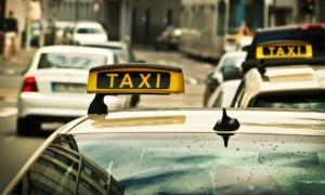 """Supraviețuitoare de cancer pulmonar dată jos de taxi pentru că a cerut șoferului să poarte mască. Silviu Dehelean: """"Mama mea și-a chemat azi un taxi. Dupa discuțiile de rigoare cu privire la contractul de transport, i-a cerut respectuos taximetristului să își pună mască. Răspunsul a fost scurt"""": 13"""