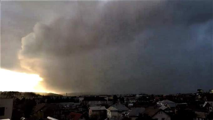 (Foto/Video) Furtuna Ciara a lovit și în România. Acoperișuri smulse la Baia Mare și Suceava 5