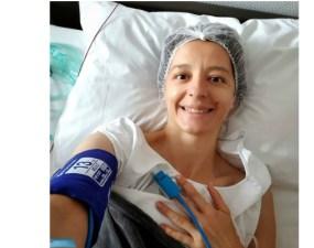 """Scrimera Ana-Maria Branza, internată la spital. """"Ori la bal, ori la spital. Și cum balurile sunt suspendate pe durată nedeterminată, m-am mulțumit cu spitalul. Uite așa ..."""" 6"""
