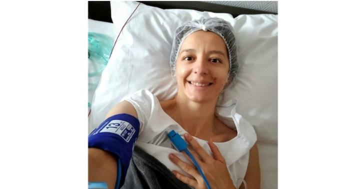 """Scrimera Ana-Maria Branza, internată la spital. """"Ori la bal, ori la spital. Și cum balurile sunt suspendate pe durată nedeterminată, m-am mulțumit cu spitalul. Uite așa ..."""" 1"""