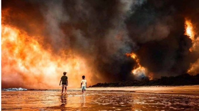 """(Video) George Gima: """"În Australia a ars până acum o suprafață cam cât Republica Moldova. 18 persoane decedate, mii de case distruse, mii de sinistrați, și milioane de animale moarte. E o catastrofă umană și de ecosistem uriașă, provocată de..."""" 3"""