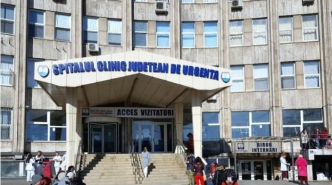 """Medici Criminali? O femeie a murit după ce a așteptat 16 ore pe scaun la Urgențe, la spitalul județean. Fiul femeii: """"Mi-a murit în brațe! Nu a venit niciun medic să o consulte..."""" 1"""