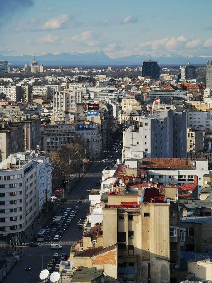 (Foto) Munții Carpați, vizibili din București. Fotografia spectaculoasă surprinsă în centrul Capitalei României 3