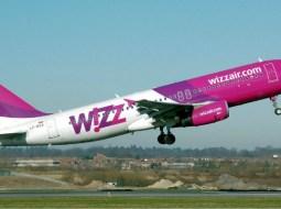 """Gaby: """"Știți momentul acela în care avionul pune roțile pe pistă și toată lumea izbucnește în aplauze?  Îl știți daca ați zburat măcar odată cu Wizz sau Blue Air.Mereu m-am întrebat de unde vine pornirea asta. Exista doua tipuri de """"aplaudaci"""" 3"""