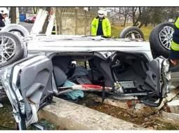 """(Foto) Accident grav. Doi tineri au murit pe loc după ce au intrat cu BMW-ul direct în zid. Polițistul Daniel Zontea: """"𝟏𝟗 și 𝟐𝟏. Ce reprezintă aceste numere? Vârsta la care doi tineri au înțeles să-și oprească numărătoarea anilor....Se întamplă atunci când, convins fiind că drumu-i liber și lipsit de..."""" 21"""