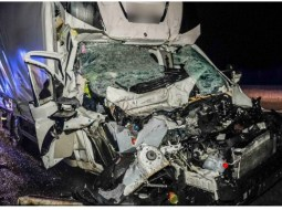 Şofer român de TIR, în Austria, izbit violent de o dubiţă care avea 100 km/h. Românul îngrozit când a coborât din cabină şi a văzut cum arată duba care l-a lovit, din spate 61