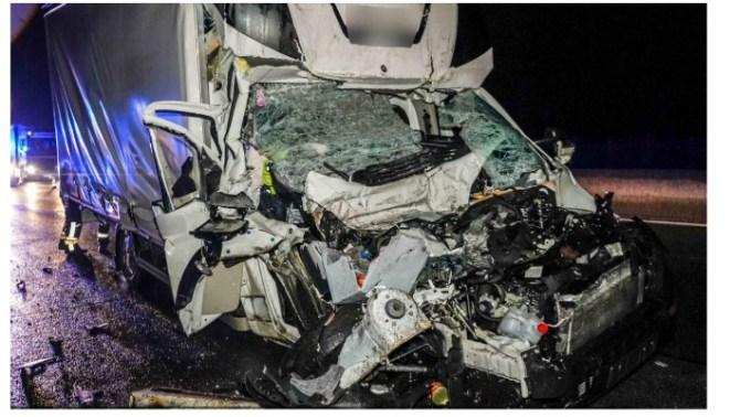 Şofer român de TIR, în Austria, izbit violent de o dubiţă care avea 100 km/h. Românul îngrozit când a coborât din cabină şi a văzut cum arată duba care l-a lovit, din spate 1
