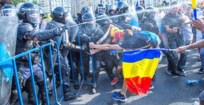"""Viceprimarul Aurelian Bădulescu, chemat la Parchet pentru declarații după ce a spus public că a mințit privind protestul din 10 august. """"Am fost chemat luni la Parchet. (...) Eu nu pot să fac comentarii, ar fi subiectiviate. Rămâne ca ancheta să ..."""" 14"""