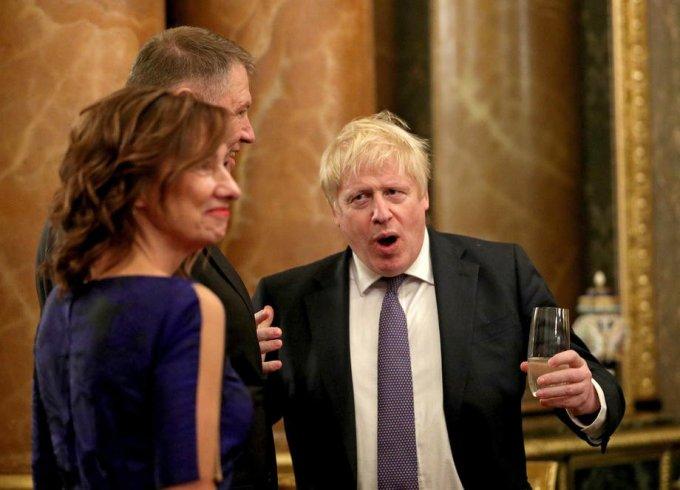 (Foto) Cum a apărut Carmen Iohannis la recepția găzduită de Regina Elisabeta a II-a 5