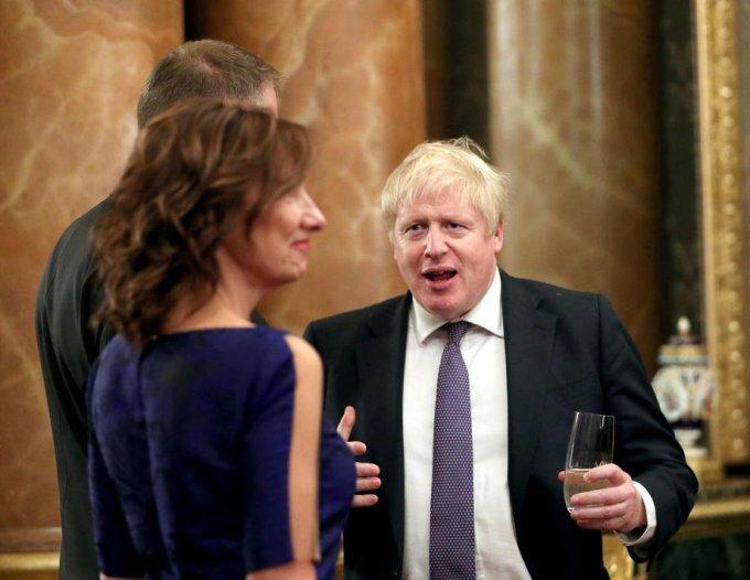 (Foto) Cum a apărut Carmen Iohannis la recepția găzduită de Regina Elisabeta a II-a 6
