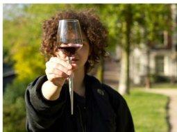 Inventia geniala a unei românce face inconjurul lumii. A creat paharele de vin perfecte pentru iubitorii de natura 37
