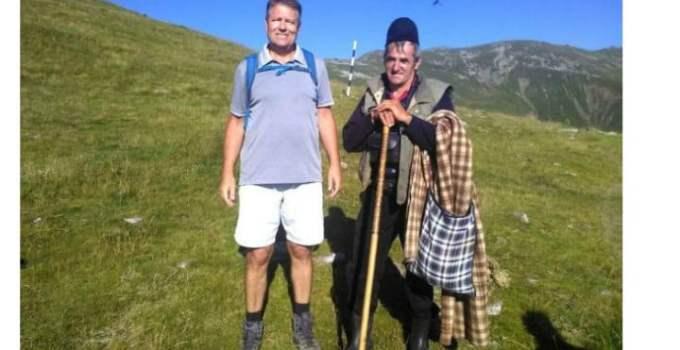 Klaus Iohannis s-a fotografiat cu cel mai cunoscut cioban din munţii Parâng 15