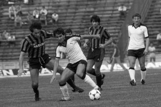 Hagi in UEFA Cup action in 1984, for Sportul Studentesc against Internazionale. [Source: agerpres.ro]