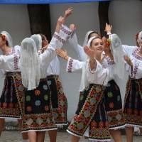 Romanians in traditional costumes Part 1 Costume traditionale romanesti