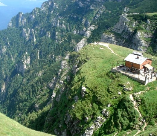 caraiman-peak-romania-sinaia-carpathian-mountains-eastern-europe-beautiul-landscapes