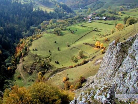 Cheile_Geogelului romania carpathians mountains