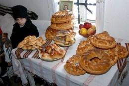colinde-craciun-colaci-traditional-romanian-food-kitchen-christmas
