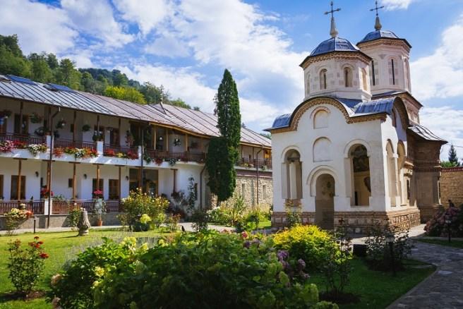 Mănăstirea Arnota (jud. Vâlcea)
