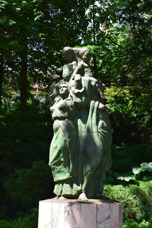 """Grupul statuar """"Înfrăţirea între popoare"""" (Parcul Central din Băile Govora, jud. Vâlcea)"""