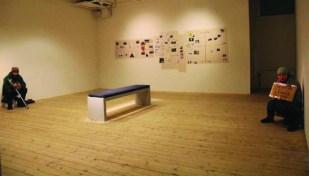 """Doi cerşetori romi au ajuns """"opere de artă"""" la un muzeu din Malmö (Suedia)"""