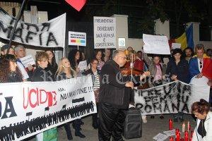 Imagine de la Manifestaţia din faţa Ambasadei Românei de la Madrid