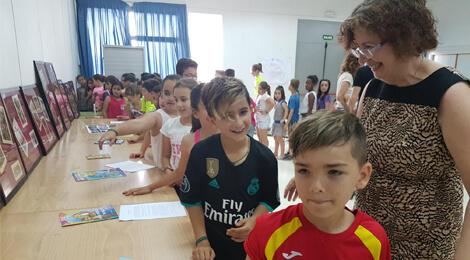 """Expoziția """"Creangă și personajele sale"""" prezentată la Colegiul Public José María Del Moral din Tomelloso"""