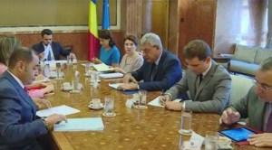 Cele două cazuri de exploatare a unor grupuri de muncitori români aflaţi la cules de usturoi în Spania semnalate de ziarul România Expres determină autorităţile române şi spaniole să ia poziţie